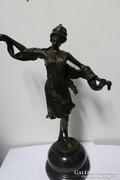 Jelzett bronz szobor márvány talpon!