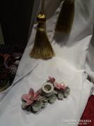 Porcelán gyertyatartó hibiszkusos virágdísszel