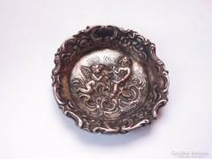 Antik, rokokó mintázatú ezüstözött puttós ékszertartó tálka.