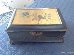 Antik viseltes rézveretes paír doboz képekkel