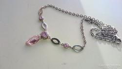 Ezüst nyaklánc, nyakék pink, rózsaszínű diszítésekkel