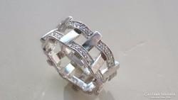 Gyönyörű ezüst gyűrű fehér cirkonkövekkel