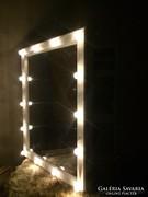 Ékszeres szekrény lámpákkal Tükörrel nyitható