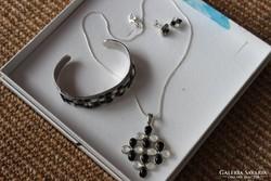 Ezüst medál,  nyaklánc, karkötő, fülbevaló
