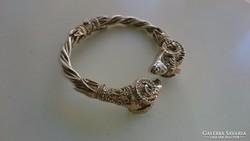 Régi Kosfejes valaha aranyozott ezüst karperec.