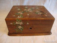 Antik festett fa doboz