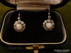 Opálos-brilles margaréta antik fülbevaló