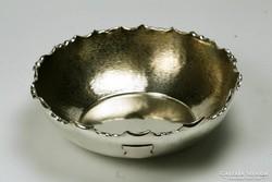 Ezüst tálka kínáló