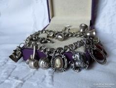 Szép ezüst karkötő rengeteg charmmal -50,26 gr