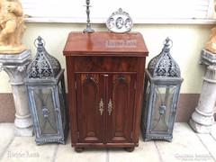 Antik bútor, Gótikus éjjeli szekrény felújított.