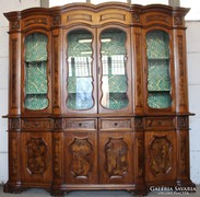 Gyönyörű intarziás vitrines tálaló szekrény