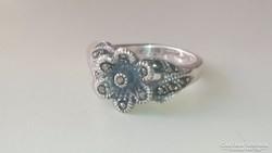 Ezüst gyűrű, antikolt, markazitokkal díszített