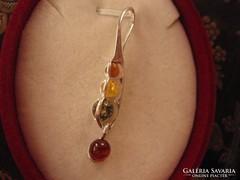 Kecses ezüst medál színes borostyán kövekkel