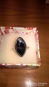 Gyönyörű, hatalmas ródiumozott ezüst gyűrű fekete kővel