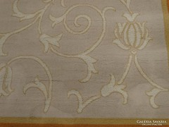 Gyapjúszőnyeg, elegáns mintával és finom színekkel