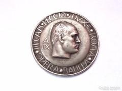 Mussolíni jelvény 1931