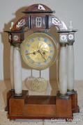Antik Alabástrom oszlopos Kandalló óra - XIX. száz.  Osztrák