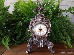 Barokk jellegű asztali óra
