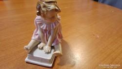 ENS porcelán kislány könyvön ülve