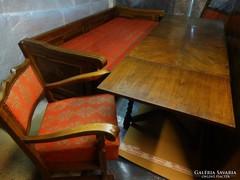 Koloniál bútorok