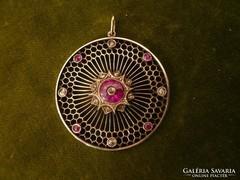 Nagy méretű antik medál ezüst és kis arany kombináció