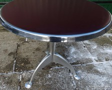 Retro kerek asztal