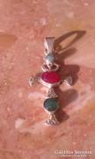 Nyers smaragd és rubin köves régi kereszt ezüstmedál