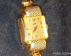 Eladó a képen látható női arany Lip karóra