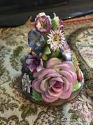 Gyönyörű virágos dísz