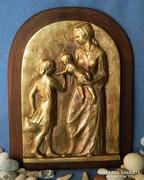 Anya gyermekeivel meghitt pillanat, bronz falikép