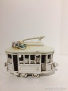 Capodimonte stilusu porcelan miniatűr villamos