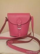 Gyönyörű rózsaszín bőr táska