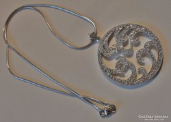 Különleges art deco kristályköves ezüstnyakék