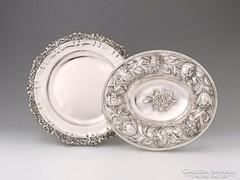 Pesti historizáló ezüst dísztál **1256g** (bal oldali)