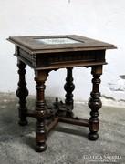 Kis faasztal fajansz középpel