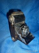 Kisméretű régi harmonikás fényképezőgép