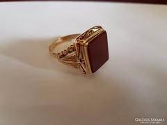 14K arany pecsétgyűrű karneollal
