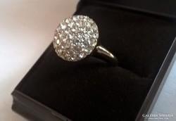 Swarovski kristályokkal kirakott  aranyozott gyűrű.