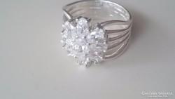 Ezüst gyűrű cirkonkövekkel diszitve 925