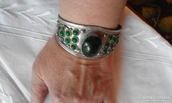 Zöld kövekkel extra régi karkötő