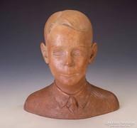 Mikus Sándor: kisfiú portré szobra