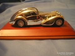 Bugatti kupé,ezüstözött makett