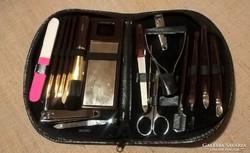 Régi  manikűr készlet és kozmetikai készlet műbőr tokjában