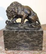 Oroszlán harca a kígyóval!Jelzett bronz szobor márvány talpo