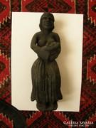 Anya gyermekével szobor