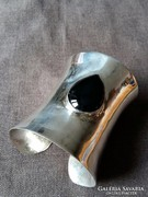 Hatalmas ezüst karpánt onixszal