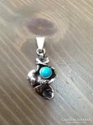 Különleges ezüst medál türkiz kővel