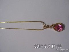 Rózsaszín zafírköves medál