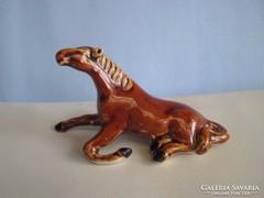 Porcelán fekvő ló, jelzett, hibátlan állapotban