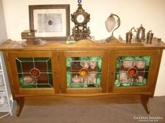 Ólom üveges 3 ajtós bárszekrény diófa borítás